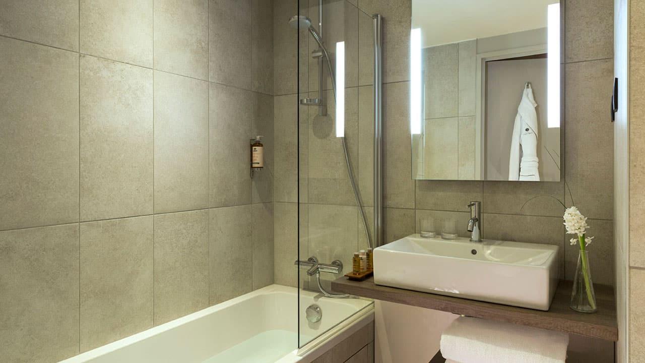 Heliopic Hotel Spa Non Degagee Salle de bain