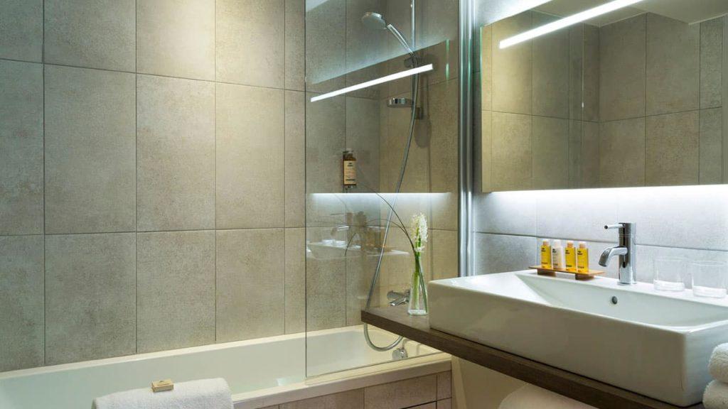 Heliopic Hotel Spa Chambre familiale Salle de bain